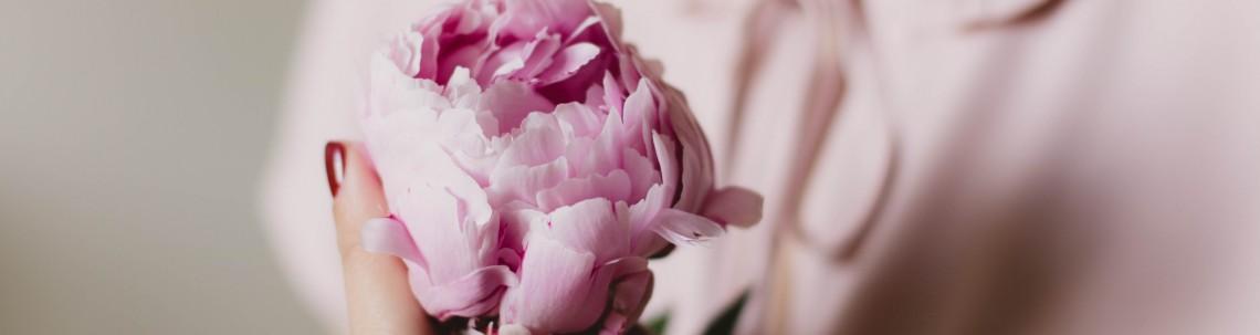 Immagine Donna con rosa